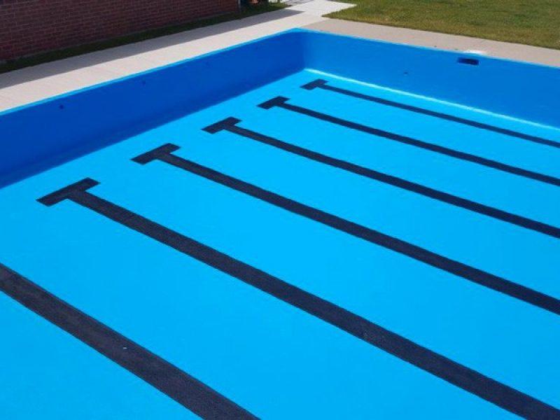 Peinture de piscine en béton en Estrie