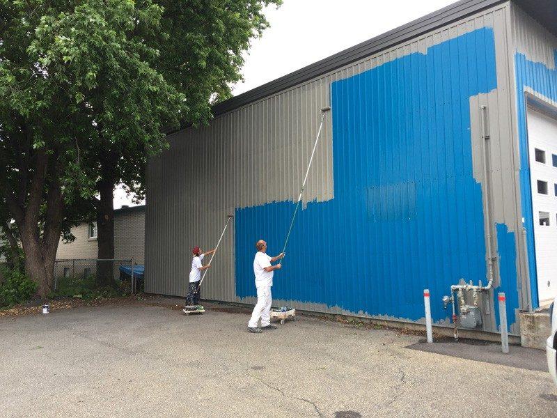 Peinture de garage extérieur à Montréal