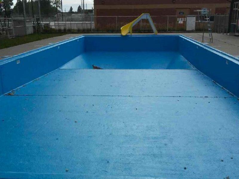 Réparation de plancher de béton d'une piscine